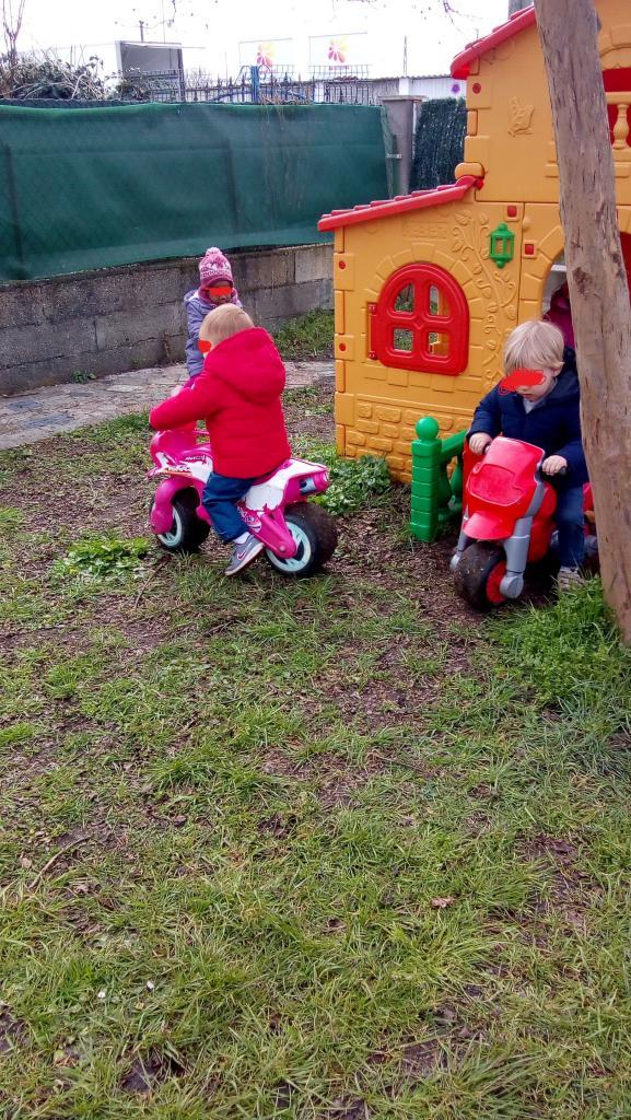 motos dans le jardin